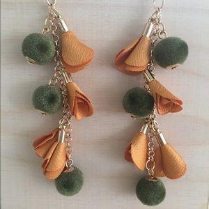 Jewelry - ❣️$5 for $25❣️Felt Ball & Petal Drop Earrings